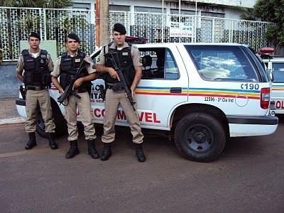 policiais e viatura